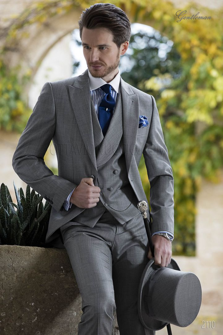 Swallow-tailed coat in grey wool bland fabric