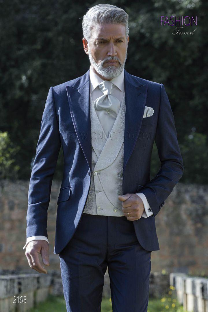 Traje italiano azul con chaleco gris perla