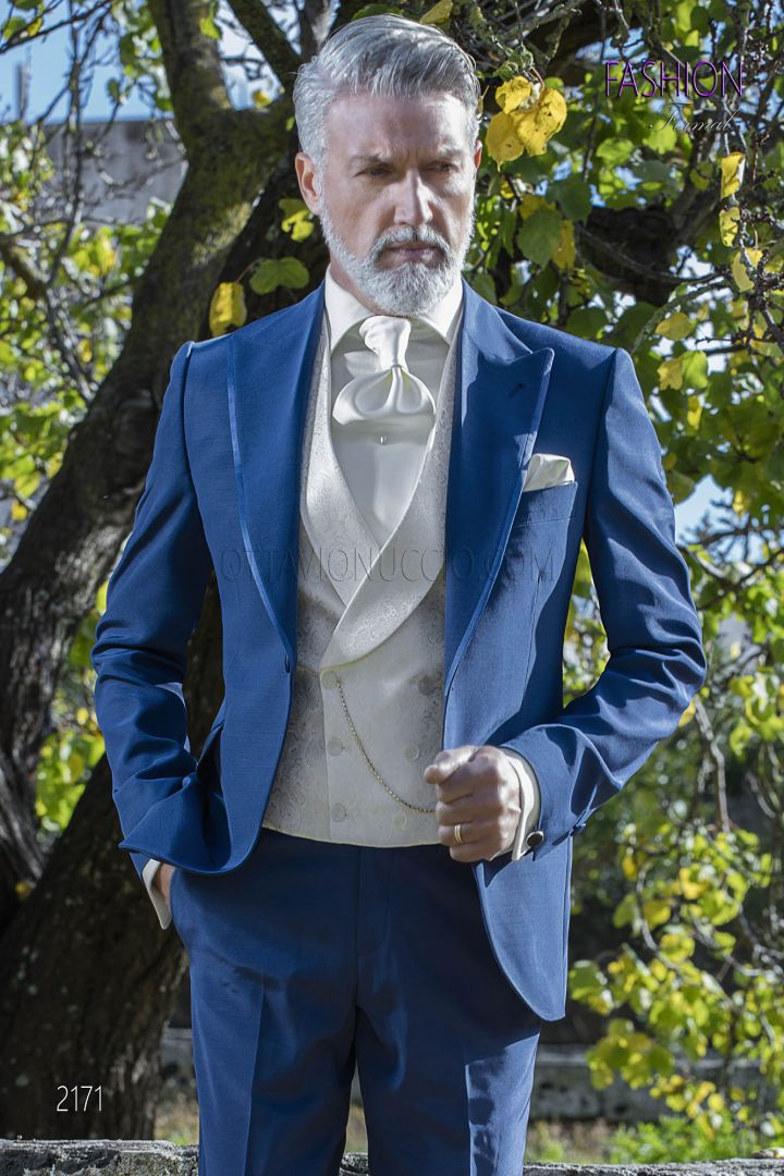 Traje italiano azul royal con chaleco marfil