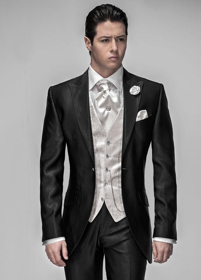 Abito nero uomo con camicia grigia