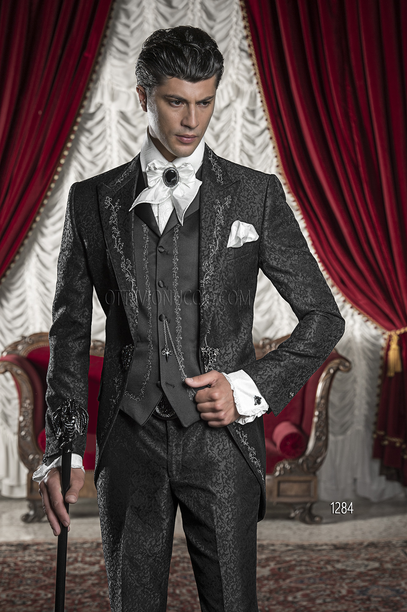 costume mariage homme en brocart noir avec broderies argent es. Black Bedroom Furniture Sets. Home Design Ideas