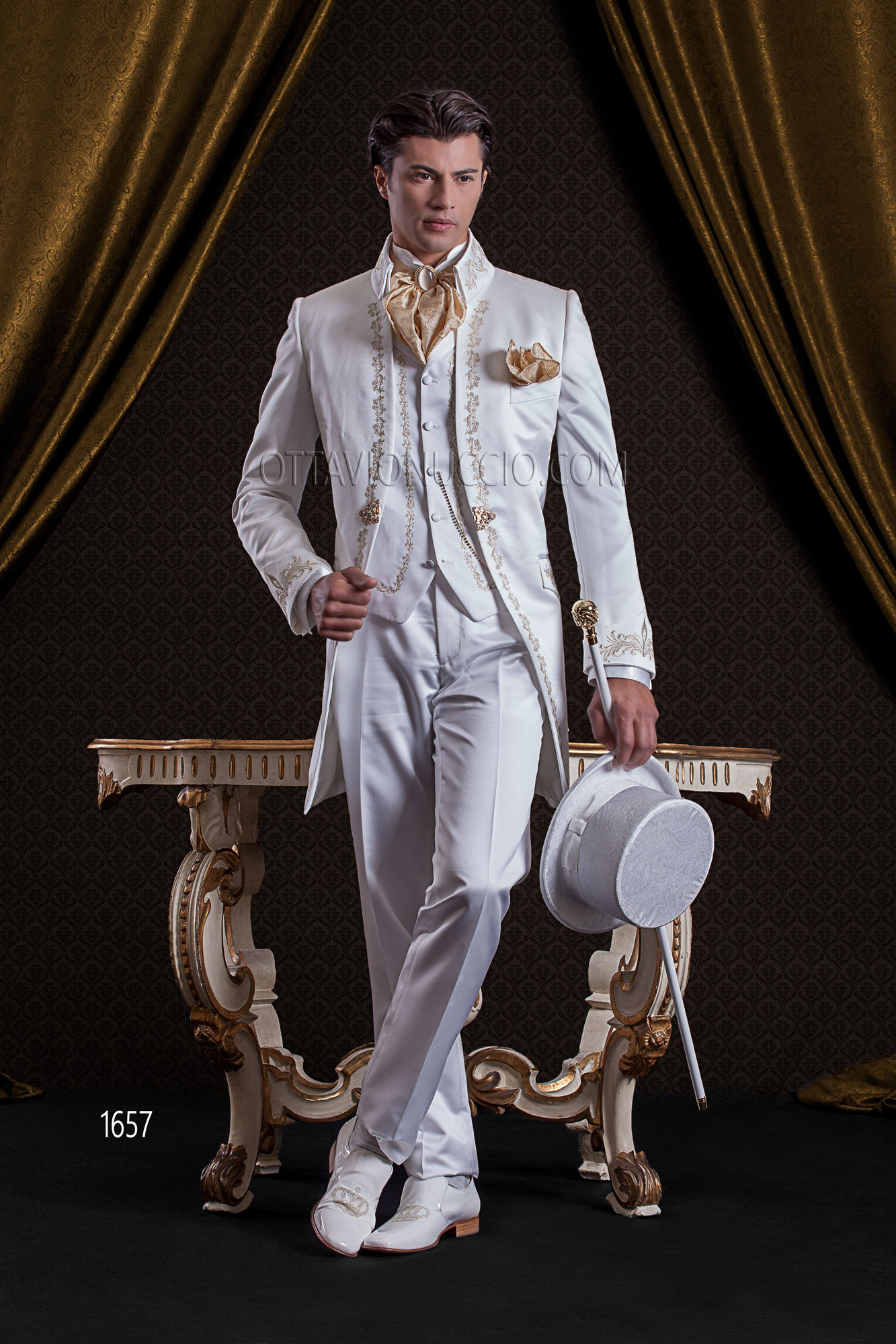 costume mariage baroque pour homme en satin blanc brod e or. Black Bedroom Furniture Sets. Home Design Ideas