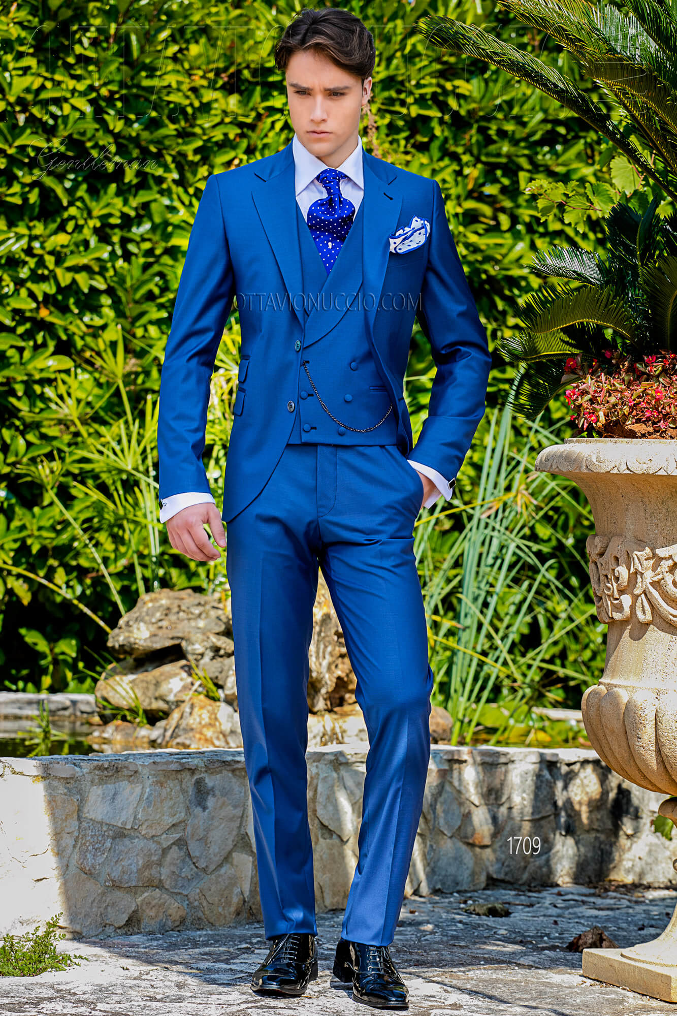 vestito sposo uomo blu royal tre pezzi classico. Black Bedroom Furniture Sets. Home Design Ideas