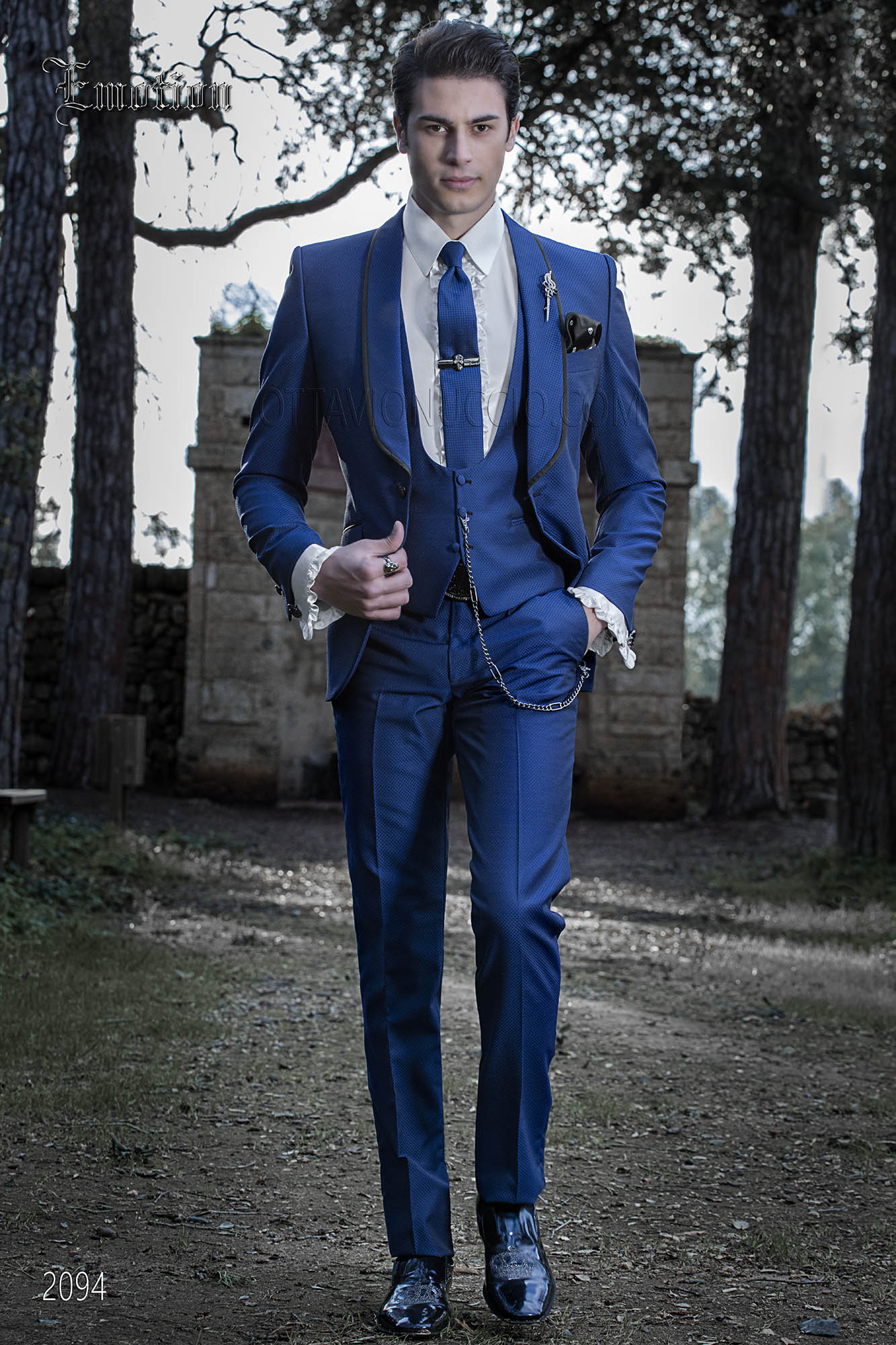 Italian wedding suit for men in royal blue with shawl collar