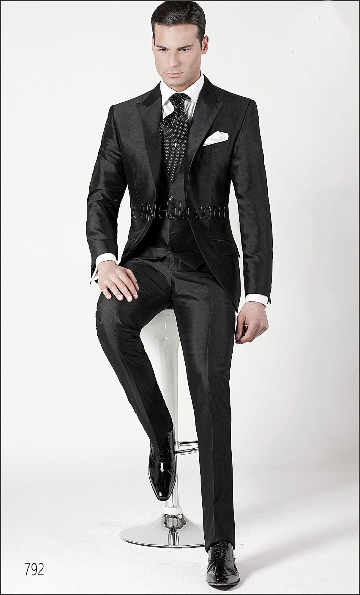 Fashion Suit in Black Silk Blend Shantung