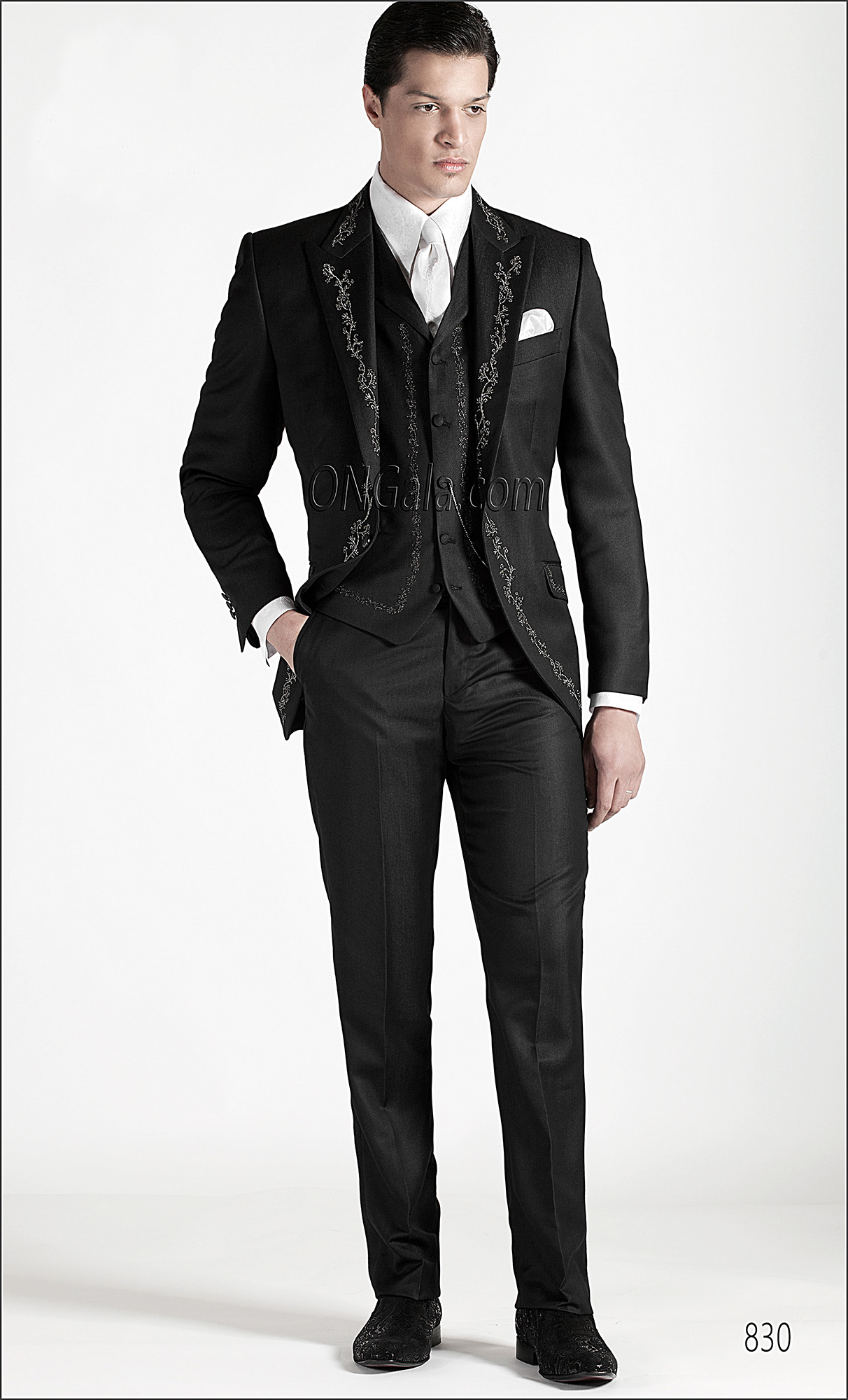 Black Wedding Suits for groom with Embroidery