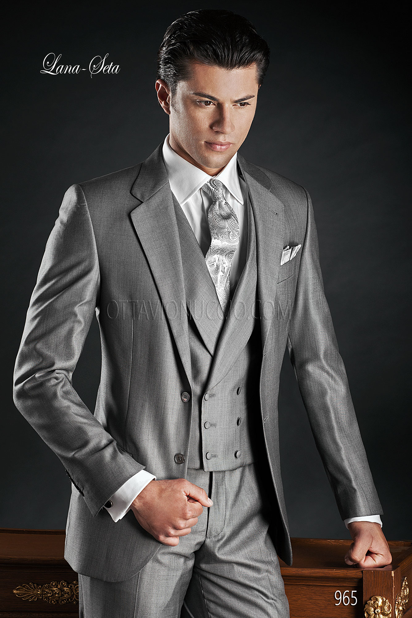 Wool Silk Italian Fashion Suits in Grey with Double Breasted Waistcoat