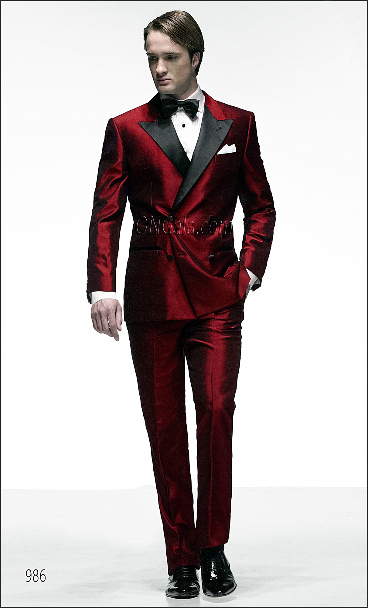 zweireiher anzug rot aus shantung. Black Bedroom Furniture Sets. Home Design Ideas