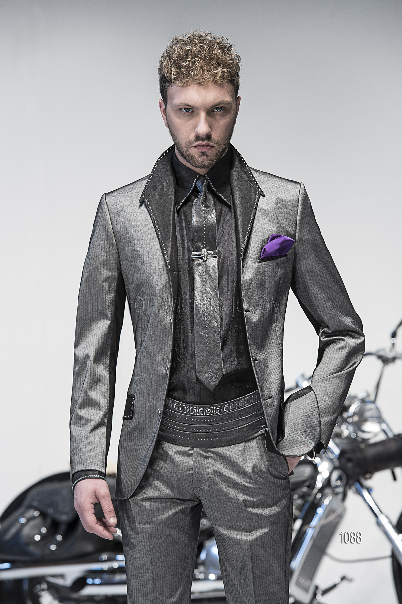 Metal Suit z Suits in Metallic Grey