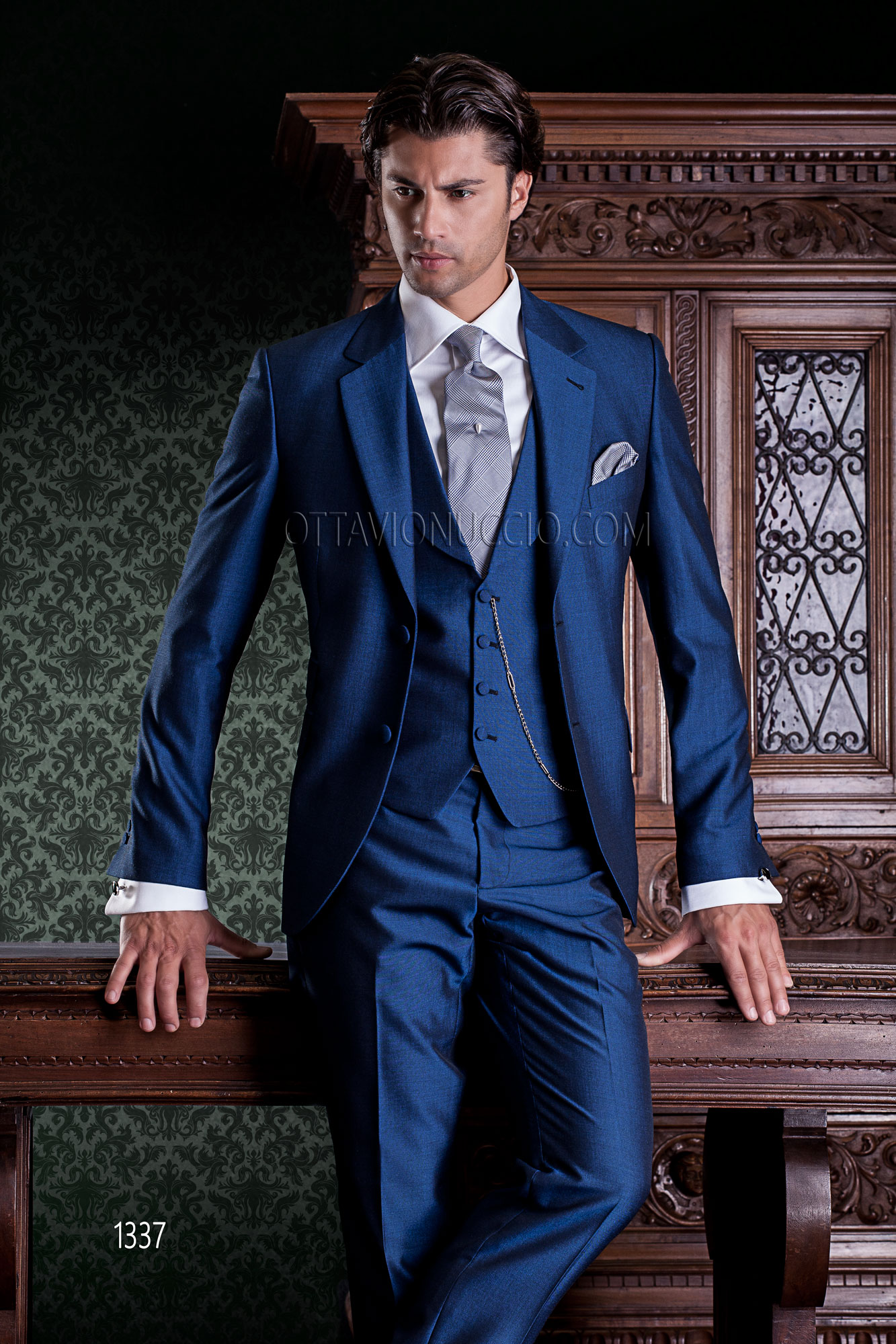 costume de ceremonie homme bleu lectrique avec gilet. Black Bedroom Furniture Sets. Home Design Ideas