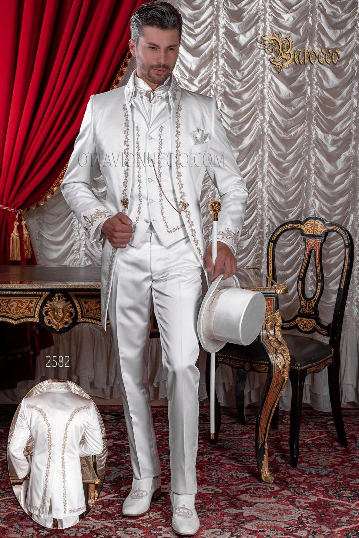 Abito sposo ricamato in raso bianco con ricami oro, collo napoleone