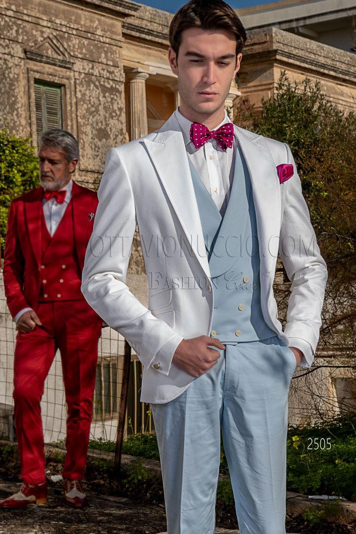 Blazer blanca en piqué de algodón con pantalón y chaleco celeste