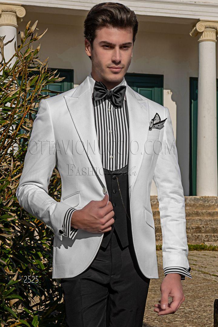 Blazer blanca en piqué de algodón con chaleco y pantalón negros