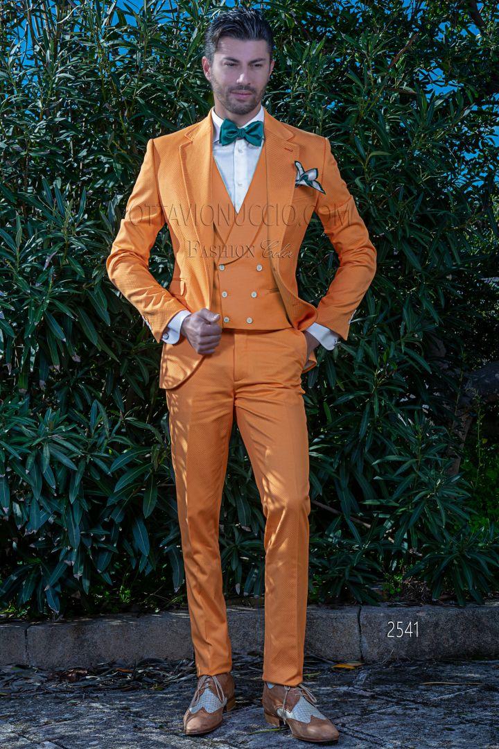 Traje moderno naranja en piqué de algodón