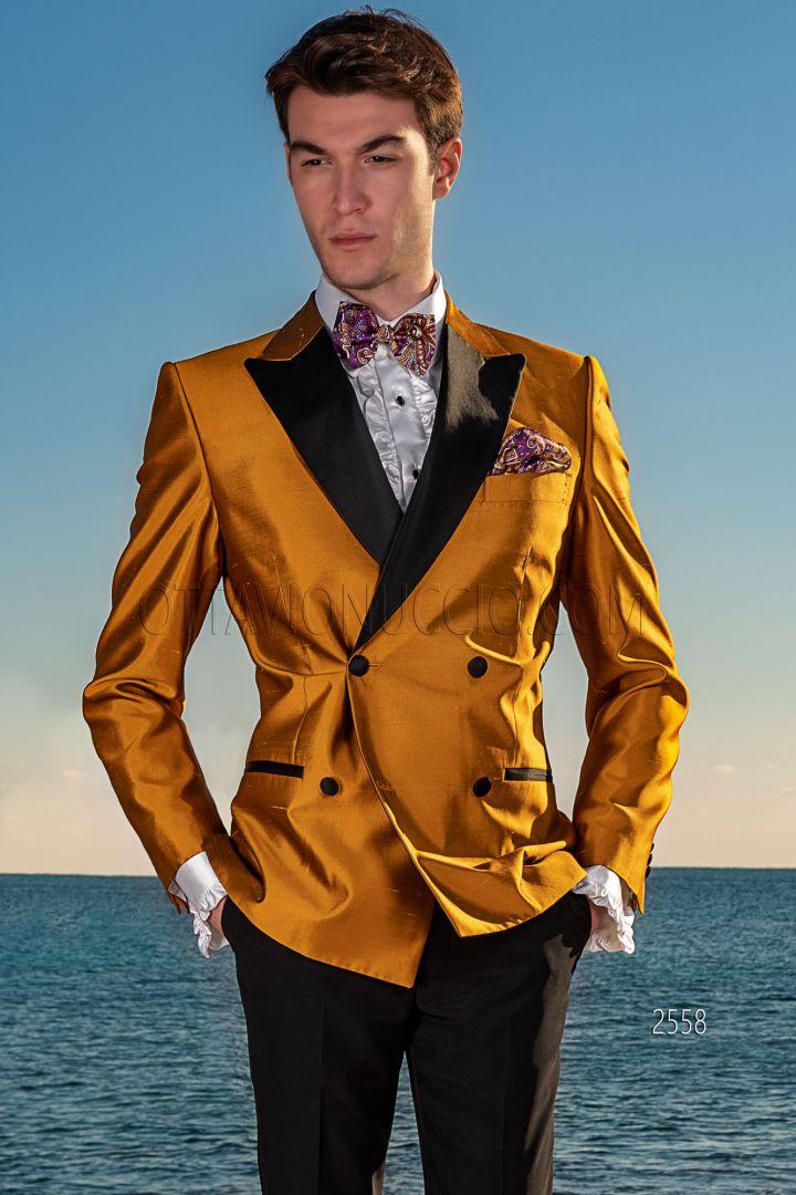 Esmoquin cruzado shantung seda oro con pantalón negro