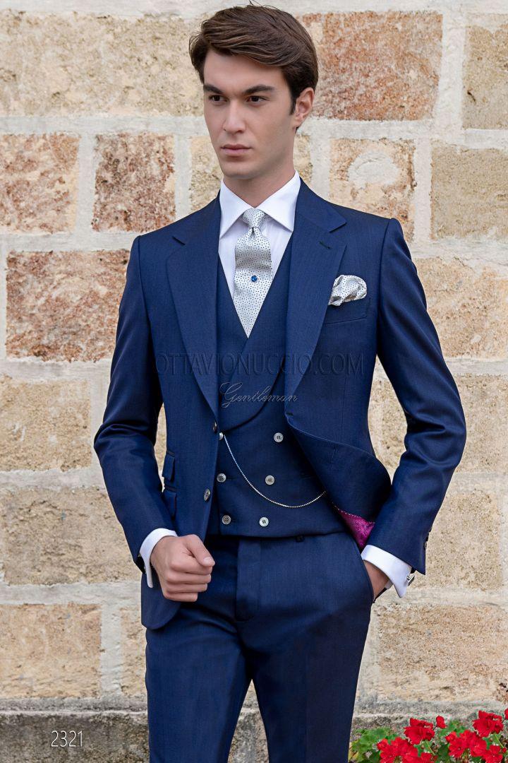 Traje de sastrería italiana azul de novio con elegante corte Slim