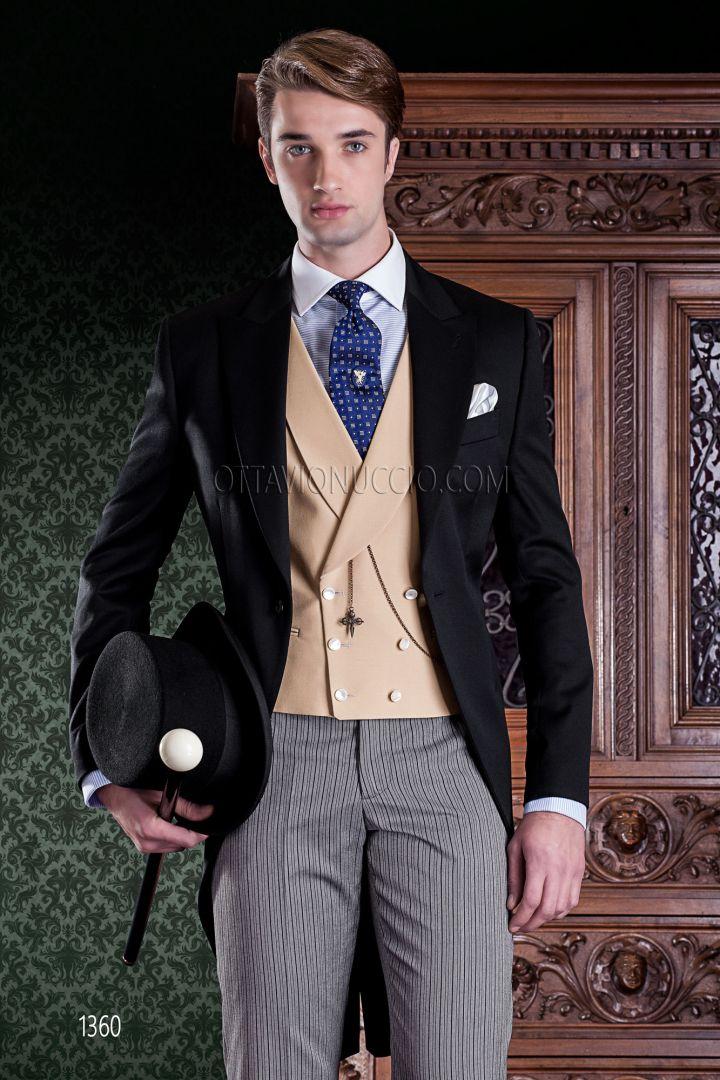 Tight con giacca nera, pantalone rigato e gilet doppiopetto sciallato beige