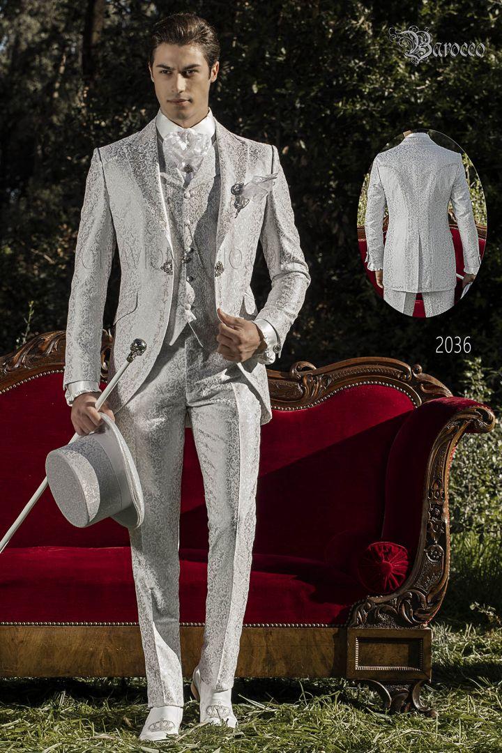 Traje italiano barroco de novio en tejido jacquard gris perla con bordados plateados