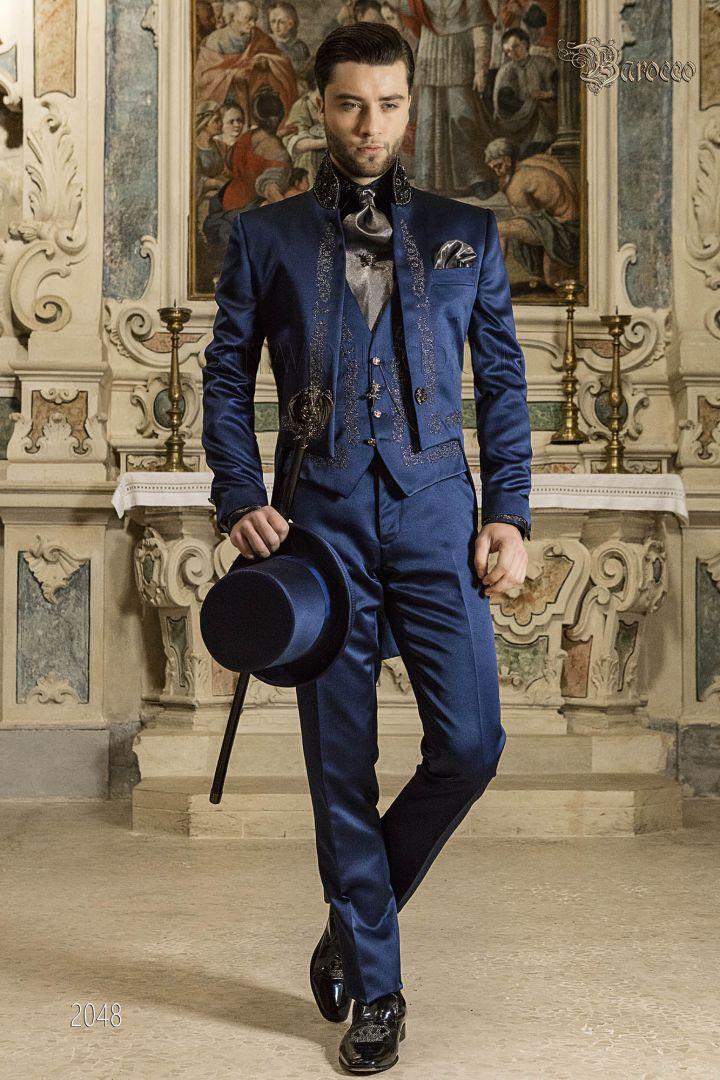 Queue-de-pie baroque bleu brodé argent, collier Mao avec strass cristal
