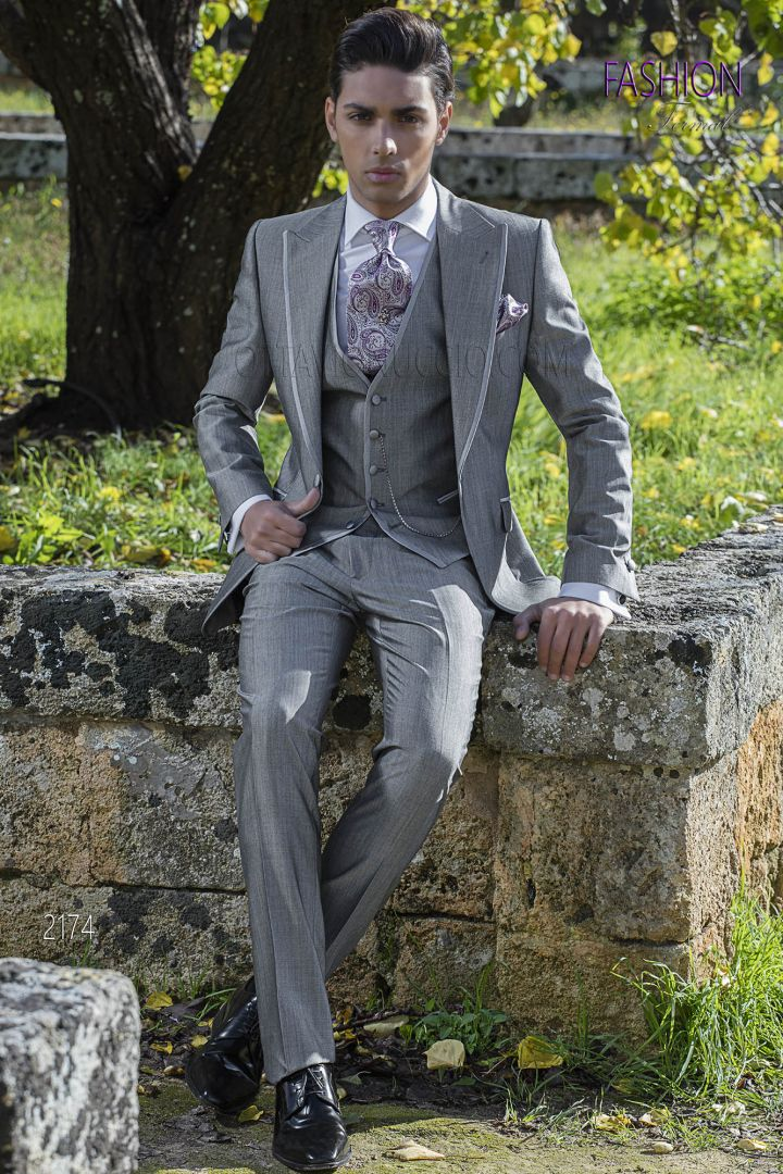 Italian dress for groomsmen in gray wool blend with satin profile