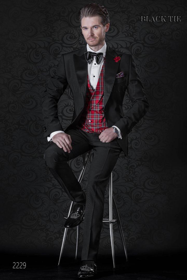 Italian tuxedo suit in black | Italian wedding suits